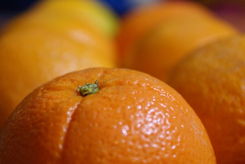 Pour lutter contre la peau d'orange, un palper-rouler manuel (plus précis et personnalisable que les appareils) en institut vous aidera à lisser votre silhouette