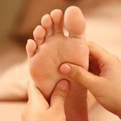 Un exemple de massage : la réflexologie plantaire
