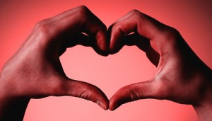 rouge coeur main saint valentin